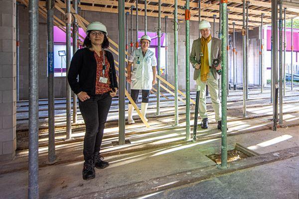 Zwolle   radiotherapie  vrnl Wimar van den Brink en Hanneke Vos en georgina FotoPersBuro Frans Paalman Zwolle ©2020